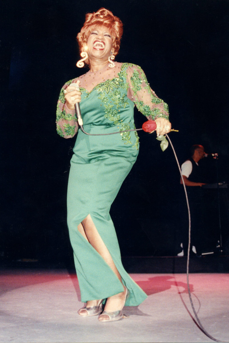 Hoy celia cruz cumplir a 90 a os celebritylandia for Celia cruz madison square garden 2002